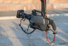 Yrkesmässig videokamera på kranen Arkivfoto