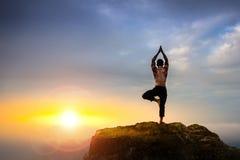 Yrkesmässig yogainstruktör Arkivbilder