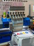 Yrkesmässiga bokstäver för symaskinbroderi arkivbilder