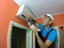 Yrkesmässiga luftkonditioneringsapparatkontroller Arkivbilder
