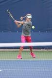Yrkesmässiga tennisspelareEugenie Bouchard övningar för US Open 2014 Arkivfoto