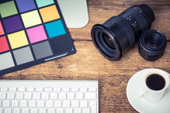 Yrkesmässigt photograperskrivbord arkivfoton