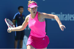 Yrkesmässig tennisspelare Simona Halep under den första runda matchen på US Open 2014 Arkivbilder