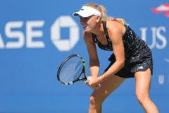 Yrkesmässiga tennisspelareCaroline Wozniacki övningar för US Open 2014 Arkivfoto