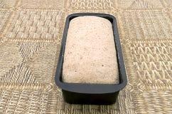 Żyta chlebowy ciasto w wypiekowej foremce Fotografia Royalty Free