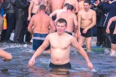 Žytomyr, Ucraina - 19 gennaio 2016: La gente che celebra epifania Fotografia Stock