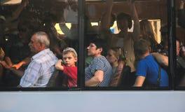 Žytomyr, Ucraina - 10 settembre 2014: Grande gruppo di persone che vanno in bus Immagini Stock