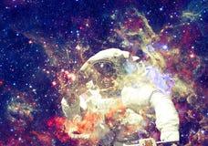 ytterkant avstånd för astronaut Beståndsdelar av denna avbildar möblerat av NASA royaltyfri bild