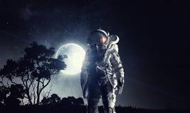 ytterkant avstånd för astronaut Blandat massmedia arkivfoto