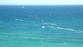 Ytterlighet som kitesurfing i Spanien stock video