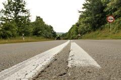 Yttersida av asfaltvägen Arkivfoto