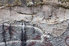 Yttersida av betongväggen med spår av reparationen med cementmortel abstrakt bakgrund Fotografering för Bildbyråer