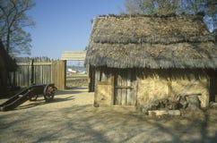 Yttersida av byggnad i historiska Jamestown, Virginia, plats av den första engelska kolonin Arkivbild
