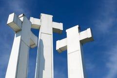 Yttersida av de tre korsen på kullen för tre kors i Vilnius, Litauen Arkivfoton