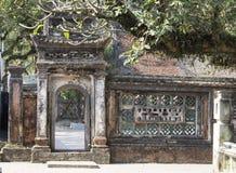Yttersida av den Bich Dong pagoden, Vietnam Arkivfoton