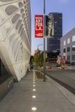 Yttersida av den breda moderna Art Museum royaltyfri fotografi