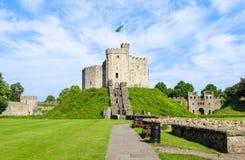 Yttersida av den Cardiff slotten – Wales, Förenade kungariket Royaltyfri Bild