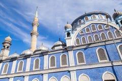 Yttersida av den Fatih Camii (Esrefpasa) moskén i Izmir, Turkiet Royaltyfri Bild
