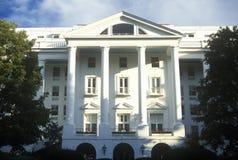 Yttersida av den Greenbrier klubbhuset och semesterorten, vit Sulphurvår, WV Arkivfoto