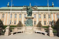 Yttersida av den Gustaf Vasa statyn framme av huset av adel i Stockholm, Sverige Royaltyfri Foto