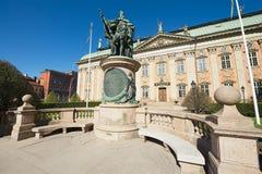 Yttersida av den Gustaf Vasa statyn framme av huset av adel i Stockholm, Sverige Arkivbild