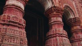 Yttersida av den härliga Pancharatna Govinda hinduiska templet i Puthia, Bangladesh lager videofilmer
