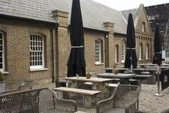 Yttersida av den historiska baren för visartavlabåge i London Royaltyfri Foto