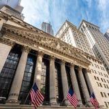 Yttersida av den New York börsen, vägggata, lägre Manhattan, New York City, USA Royaltyfri Fotografi