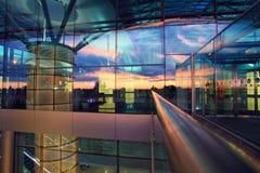 Yttersida av den nya flygplatsterminalen Royaltyfri Foto