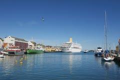 Yttersida av den Stavanger kryssninghamnen i Stavanger, Norge Arkivbild