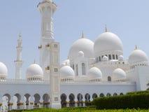 Yttersida av den storslagna moskén i Abu Dhabi Arkivbilder