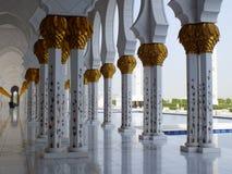 Yttersida av den storslagna moskén i Abu Dhabi Arkivbild