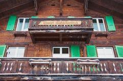 Yttersida av den traditionella trächalet i Murren, Schweiz Royaltyfria Foton