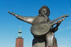 Yttersida av den vrängaTaube skulpturen i Stockholm, Sverige Arkivbild