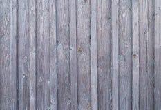 Yttersida av det gamla red ut trä red ut grå färger övergav grungefundamentet stiger ombord naturlig bakgrund Fotografering för Bildbyråer