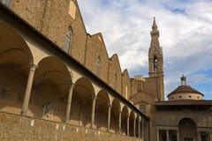 Yttersida av det Pazzi kapellet i den 1st kloster av basilikadi Santa Cr Royaltyfria Foton