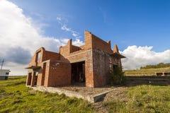 Yttersida av en gammal byggnad under konstruktion Wal orange tegelsten royaltyfria foton