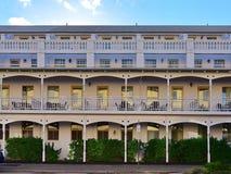 Yttersida av ett elegant klassiskt hotell i Perth Royaltyfri Bild