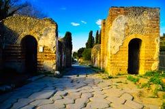 Yttersida av fördärvar av den antika och forntida romerska rika delen för familjhemmet av den turist- destinationen arkivbilder