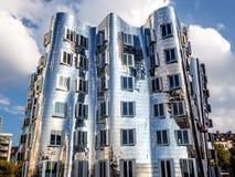 Yttersida av futuristiska byggande Neuer Zollhof Arkivfoton