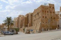 Yttersida av husen för gyttjategelstentorn av den Shibam staden i Shibam, Yemen arkivbilder