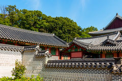 Yttersida av koreansk byggnad Arkivbild