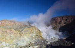 Yttersida av krater av en aktiv vulkan New Zealand Arkivbild