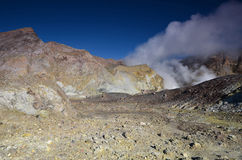 Yttersida av krater av en aktiv vulkan New Zealand Arkivbilder