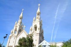 Yttersida av kyrkan med kyrktorn i San Francisco, Kalifornien Fotografering för Bildbyråer