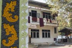 Yttersida av monkÂs kloster, Amarapura, Burma Royaltyfria Bilder