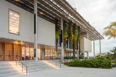 Yttersida av Perez Museum i midtownen Miami Fotografering för Bildbyråer