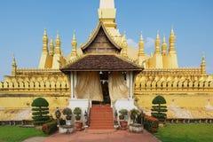 Yttersida av Phaen som Luang stupa i Vientiane, Laos Arkivbilder