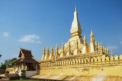 Yttersida av Phaen som Luang stupa i Vientiane, Laos Arkivfoto