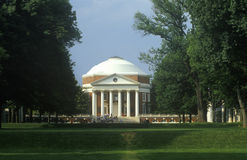 Yttersida av rotundan på universitetet av Virginia planlade vid Thomas Jefferson, Charlottesville, VA Arkivbilder